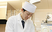 cast_hotel_06_chefAssistant